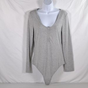 Elodie Anthropology Grey Ribbed Bodysuit (M57A)